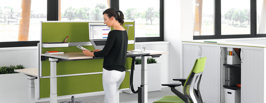 The Benefits and Considerations of Using a Standing Desk